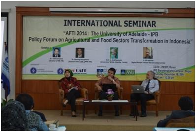 Dr. Nunung Nuryantono (middle)